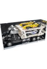 Schwarzer Autoträger-Truck mit 2 Formel 1